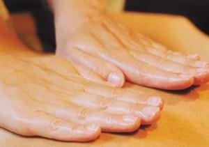 massage-handen-op-rug